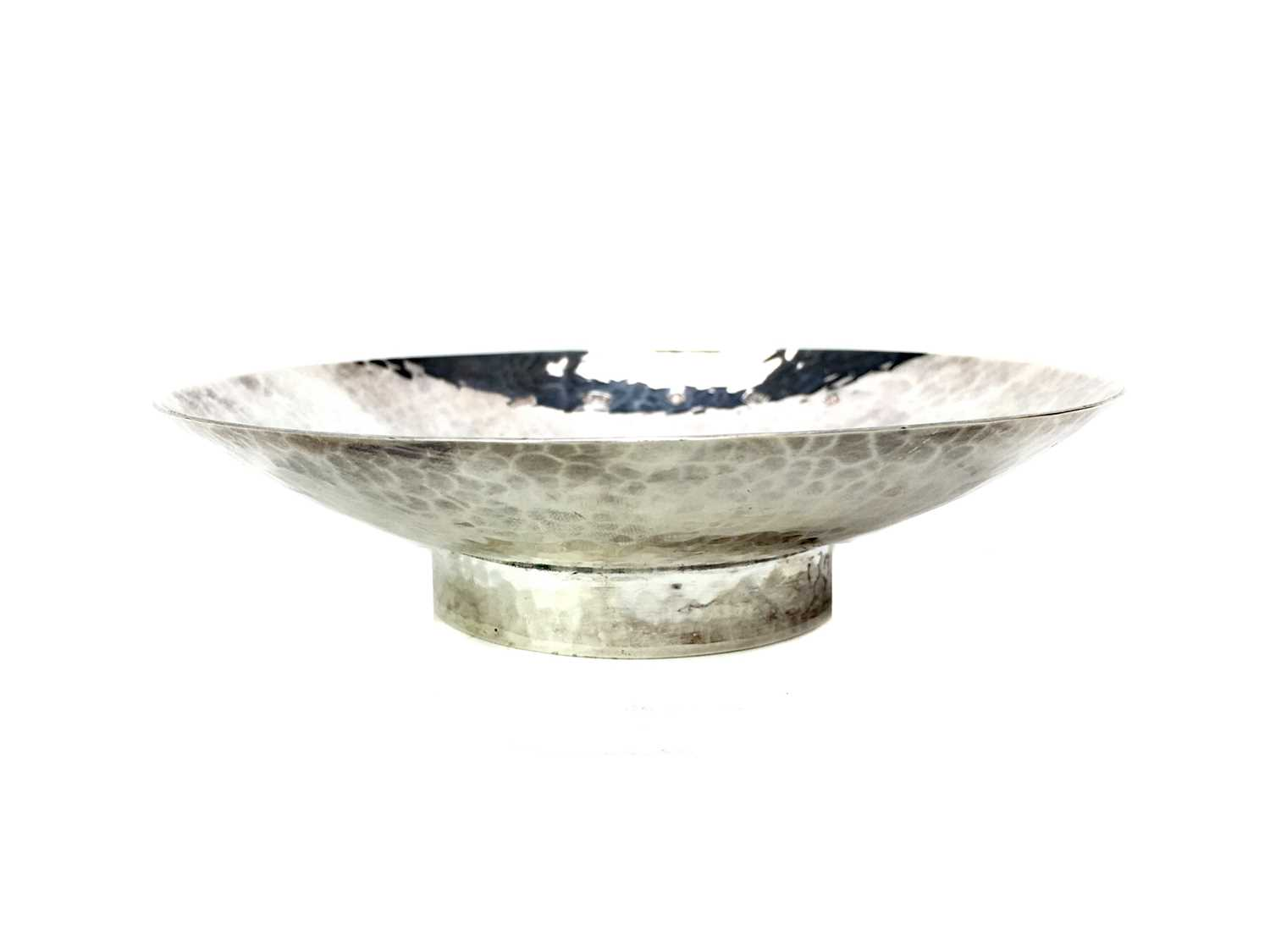 Lot 414 - A HAMMERED SILVER DISH