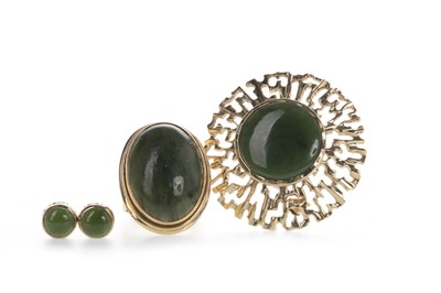 Lot 817 - A COLLECTION OF GREEN HARDSTONE JEWELLERY