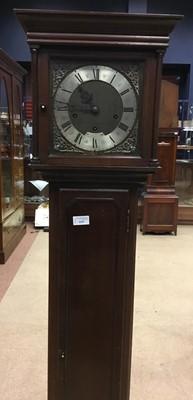 Lot 1157 - AN EARLY 20TH CENTURY MAHOGANY LONGCASE CLOCK