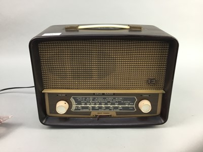 Lot 14-A VINTAGE BAKELITE RADIO