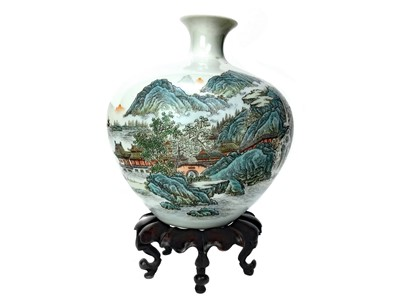 Lot 713-A CHINESE REPUBLIC PERIOD VASE