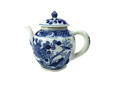 Lot 717-AN EARLY 20TH CENTURY CHINESE BLUE AND WHITE TEA POT