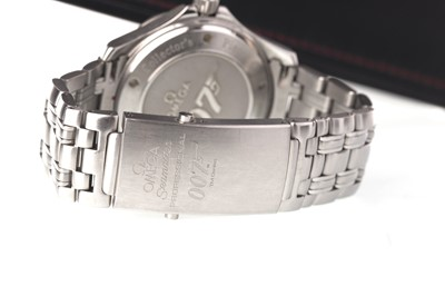Lot 707 - A GENTLEMAN'S OMEGA PROFESSIONAL STAINLESS STEEL AUTOMATIC JAMES BOND 007 WRIST WATCH