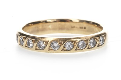 Lot 819 - A DIAMOND NINE STONE RING