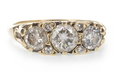 Lot 820 - A DIAMOND DRESS RING