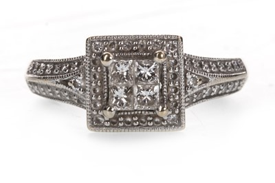 Lot 824-A DIAMOND DRESS RING