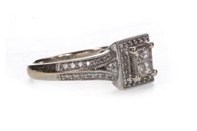 Lot 824-A DIAMOND DRESS RING