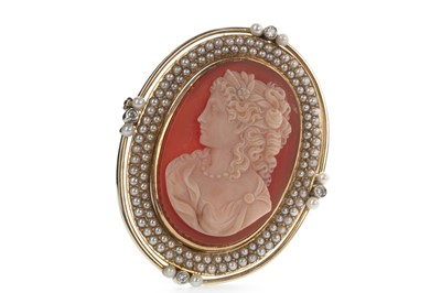 Lot 829 - A DIAMOND AND PEARL CAMEO BROOCH