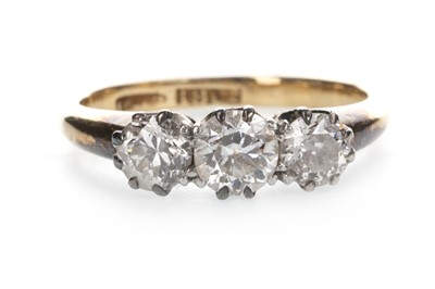 Lot 855 - A DIAMOND THREE STONE RING