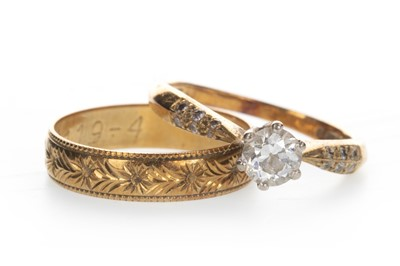 Lot 857 - A DIAMOND SOLITAIRE RING AND A WEDDING BAND