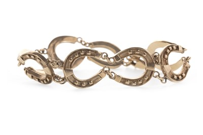 Lot 863 - A GOLD HORSESHOE MOTIF BRACELET
