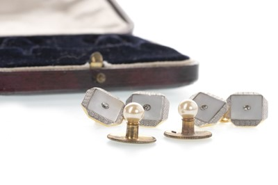 Lot 872 - A PAIR OF ART DECO CUFFLINKS