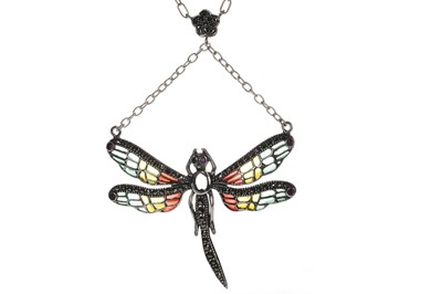 Lot 902 - A PLIQUE A JOUR DRAGONFLY NECKLACE