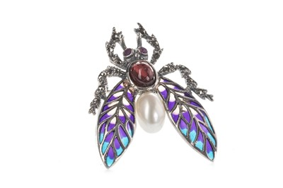 Lot 903-A PLIQUE A JOUR FLY BROOCH