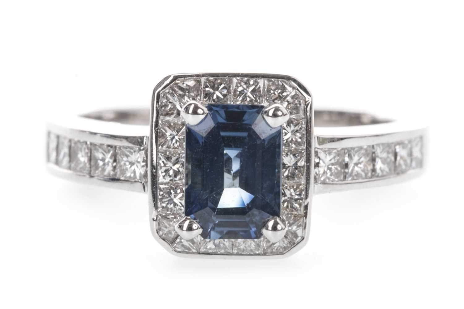 Lot 911 - A SAPPHIRE AND DIAMOND RING
