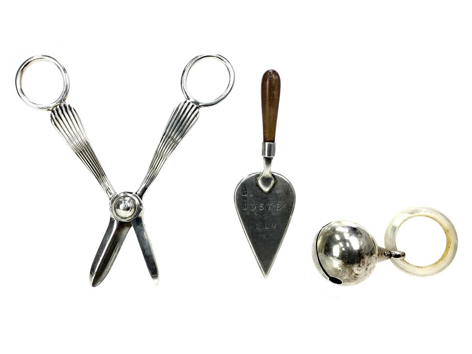 Lot 430 - A PAIR OF EARLY 20TH CENTURY SILVER GRAPE SCISSORS ALONG WITH A RATTLE AND PRESENTATION TROWEL