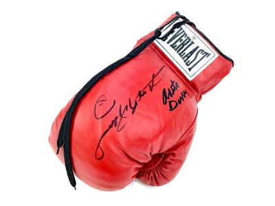 Lot 1750 - AN EVERLAST BOXING GLOVE SIGNED BY ROBERTO DURAN AND SUGAR RAY LEONARD