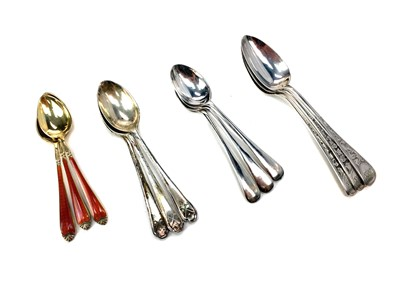 Lot 433 - A LOT OF FOUR CASED SETS OF SILVER TEASPOONS