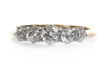 Lot 879 - A DIAMOND FIVE STONE RING