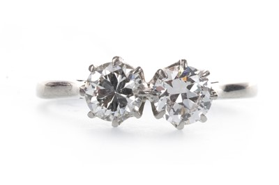 Lot 919 - A DIAMOND TWO STONE RING
