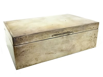 Lot 437 - AN EARLY 20TH CENTURY SILVER CIGARETTE BOX