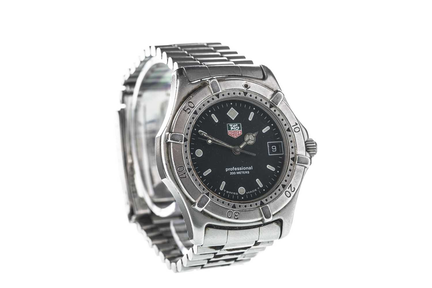 Lot 722-A GENTLEMAN'S TAG HEUER PROFESSIONAL STAINLESS STEEL QUARTZ WRIST WATCH