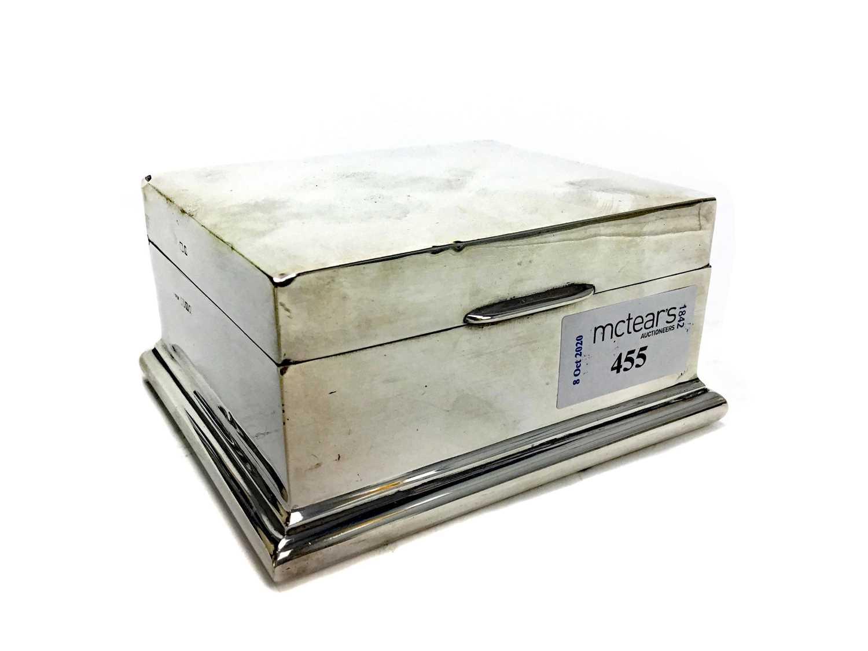 Lot 455 - A SILVER CIGARETTE BOX