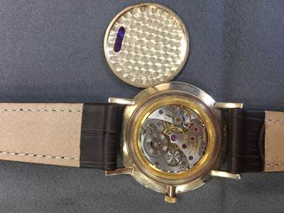 Lot 723 - A GENTLEMAN'S LONGINES NINE CARAT GOLD MANUAL WIND WRIST WATCH