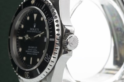 Lot 729 - A GENTLEMAN'S ROLEX OYSTER PERPETUAL DATE SEA DWELLER STAINLESS STEEL AUTOMATIC WRIST WATCH