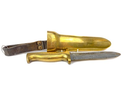 Lot 1609 - A LATE 19TH/EARLY 20TH CENTURY C E HEINKE & CO LTD LONDON BRASS AND STEEL DIVER'S KNIFE