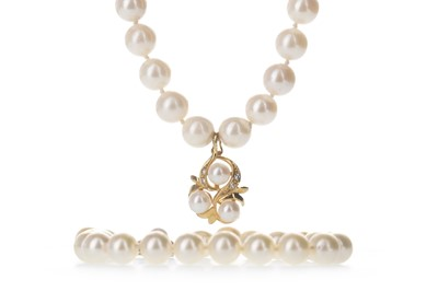 Lot 338-A PEARL NECKLACE AND BRACELET