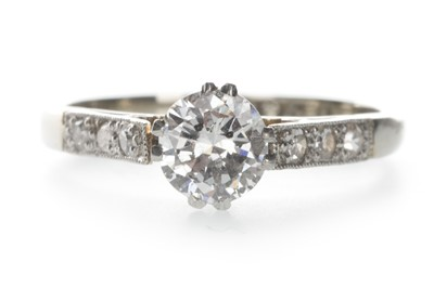 Lot 1307-A DIAMOND SOLITAIRE RING