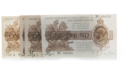 Lot 1-FIVE UNITED KINGDOM OF GREAT BRITAIN AND NORTHERN IRELAND ONE POUND £1 NOTES