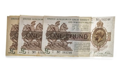 Lot 7-FIVE UNITED KINGDOM OF GREAT BRITAIN AND NORTHERN IRELAND ONE POUND £1 NOTES