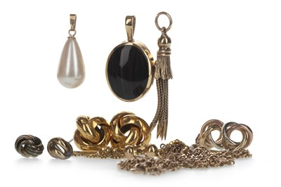 Lot 1324-A COLLECTION OF GOLD AND OTHER ITEMS