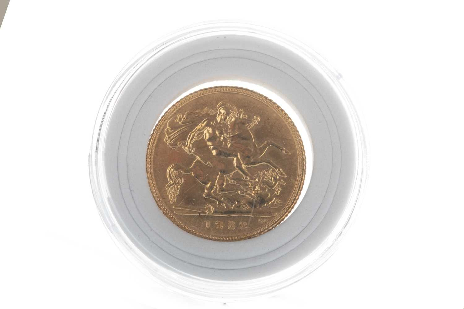 Lot 22-A QUEEN ELIZABETH II (1952 - PRESENT) GOLD SOVEREIGN DATED 1982