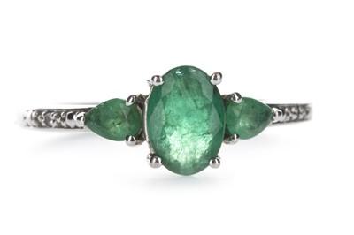 Lot 402 - A GREEN GEM SET AND DIAMOND RING