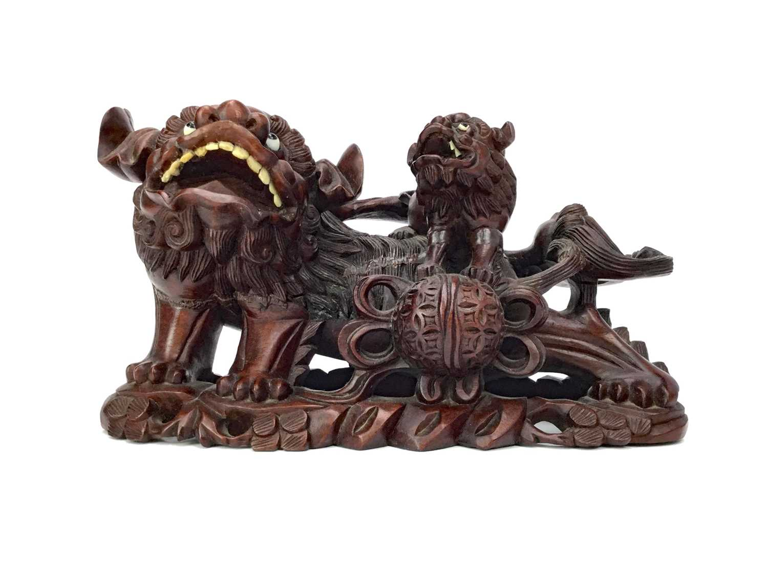 Lot 881 - A LATE 19TH CENTURY CARVED FIGURE GROUP OF A FOE DOG AND PUP