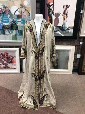 Lot 709-AN EARLY 20TH CENTURY CHINESE ROBE