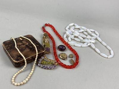 Lot 1-A LOT OF COSTUME JEWELLERY INCLUDING A MOONSTONE NECKLACE