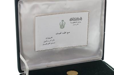 Lot 48-A SAUDI ARABIAN GOLD COIN SET COMMEMORATING KING FAISAL (1906-1975)