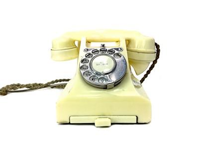 Lot 1125-A VINTAGE CREAM BAKELITE TELEPHONE