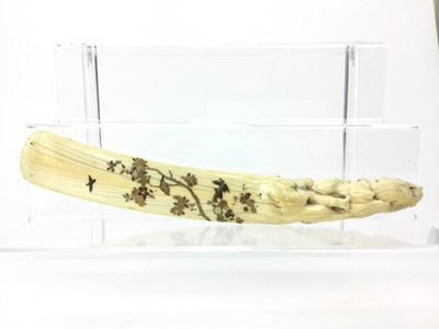 Lot 701 - A LATE 19TH/EARLY 20TH CENTURY JAPANESE SHIBAYAMA IVORY SHOE HORN