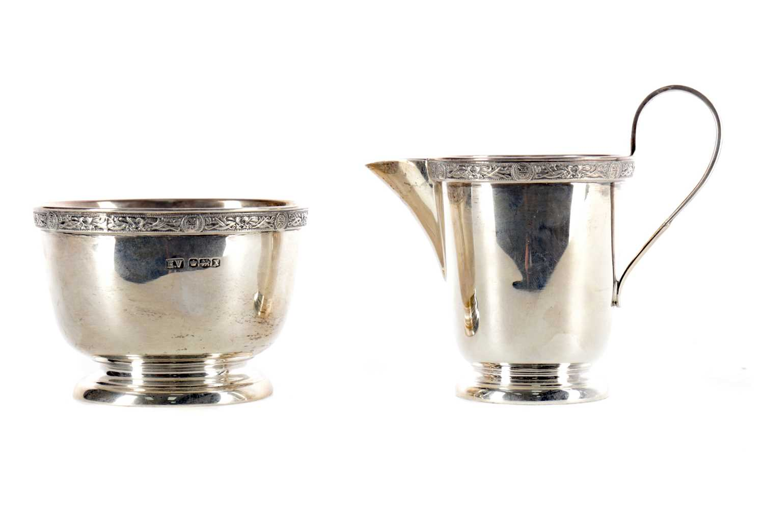 Lot 412 - A SILVER JUG AND BOWL BY EMILE VINER