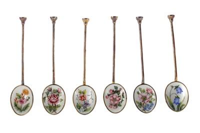 Lot 418 - A SET OF SIX SILVER GILT AND ENAMEL COFFEE SPOONS