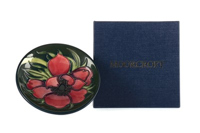 Lot 1006 - A MOORCROFT 'ANEMONE TRIBUTE' PLATE