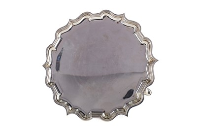 Lot 420 - AN EARLY 20TH CENTURY SILVER SALVER