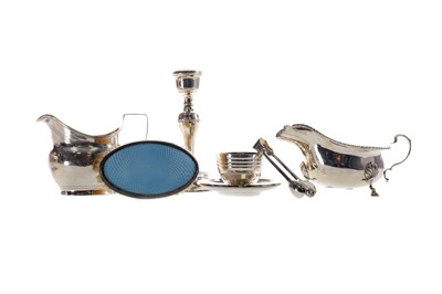 Lot 422 - A COLLECTION OF SILVER ITEMS INCLUDING TWO SAUCE BOATS