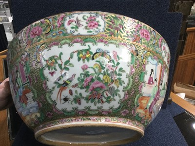 Lot 775 - A 19TH CENTURY CHINESE FAMILLE ROSE BOWL