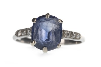 Lot 1343 - A BLUE GEM SET AND DIAMOND RING